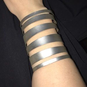Noir Fashionable cuff